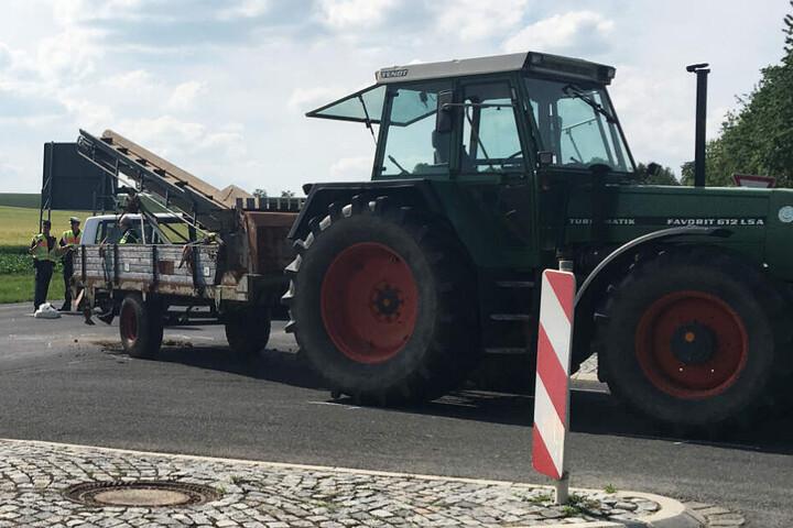 Das Bild zeigt den Traktor, der an dem Crash beteiligt war.
