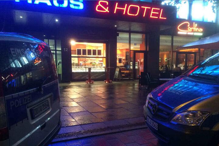 Sein Ziel: Das Biendo Hotel in der Innenstadt. Doch anscheinend irrte er sich im Stockwerk