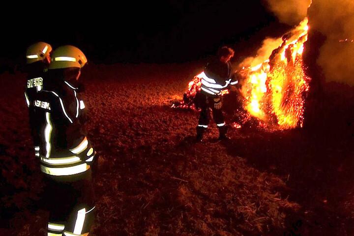 Die Einsatzkräfte konnten noch nur noch dafür sorgen, dass das Feuer kontrolliert abbrannte.