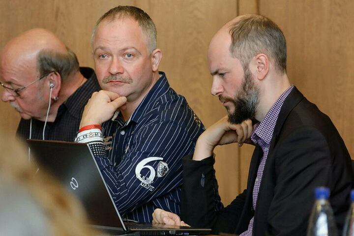 Pro-Chemnitz-Mann Mike Hetze (46) tauschte Mittwoch seinen Stadtrat-Sitz neben Martin Kohlmann gegen die Anklagebank im Amtsgericht.