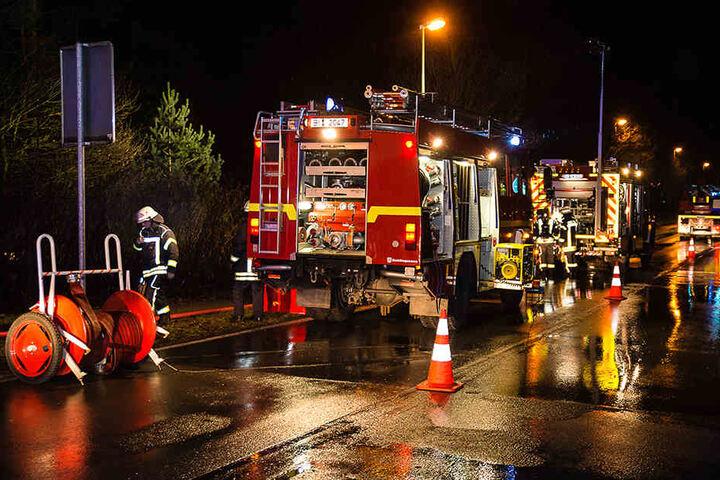 Drei Löschzüge waren am Einsatzort. Die Feuerwache Süd sowie die Freiwillige Feuerwehr aus Senne und Sennestadt.