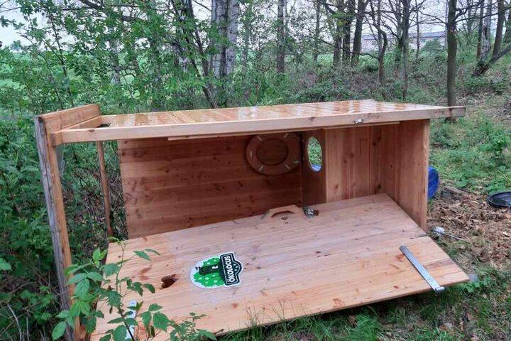 Auch eine eigens errichtete Wald-Toilette wurde umgeworfen.