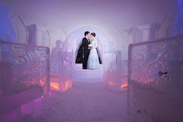 Sogar Heiraten kann man in der Welt aus Schnee und Eis.