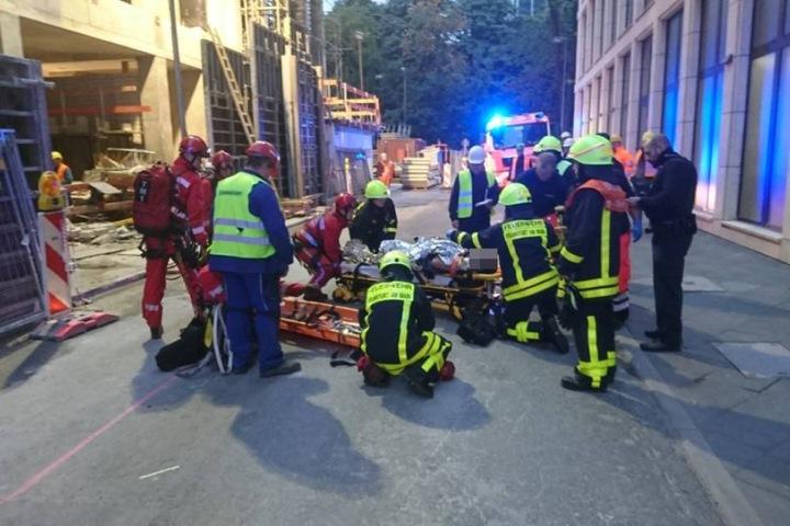 Der Bauarbeiter wurde in eine Klinik gebracht.