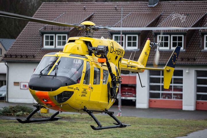 Der Fahrradfahrer musste per Rettungshubschrauber in ein Krankenhaus transportiert werden.