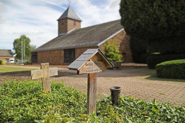 Die Kirch am Tagebau Hambach soll am Samstag entweiht werden.