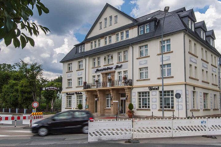 Den Angeklagten wird vorgeworfen dieses Hotel in Schwarzenberg überfallen zu haben.