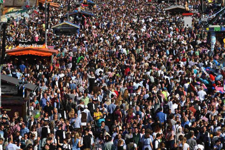 Das Oktoberfest in München lockt jedes Jahr Tausende von Touristen aus alles Welt an. (Symbolbild)