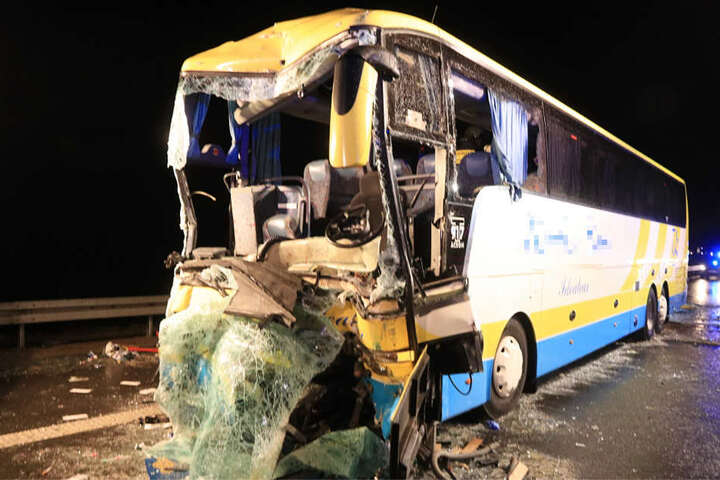 Die A3 wurde wegen des Unfalls vorübergehend in beide Richtungen komplett gesperrt.