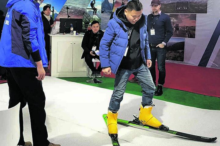 In Peking testeten Messebesucher den sächsischen Kunstschnee.
