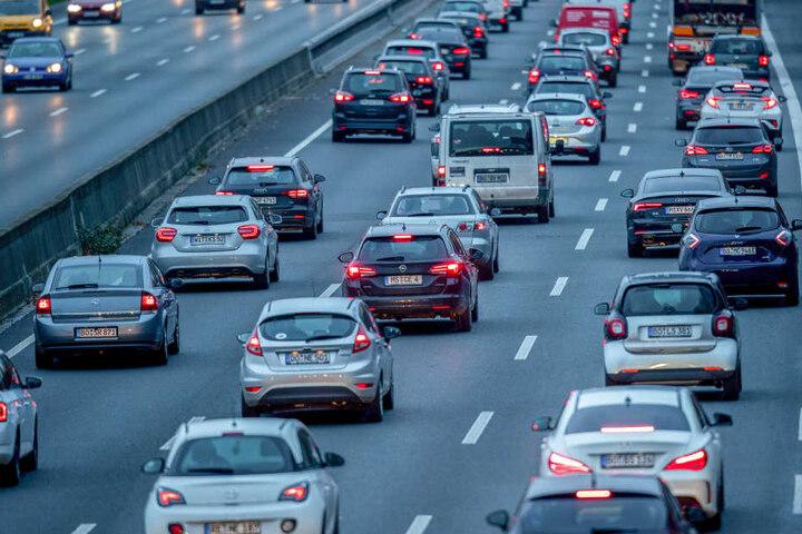 Die Autofahrer profitieren vom Preiskampf der Versicherungen. (Symbolbild)