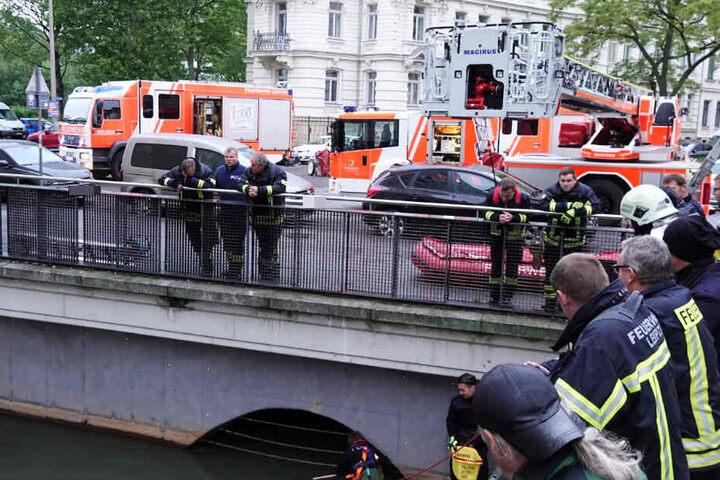 Besorgte Passanten hatten die Feuerwehr alarmiert.