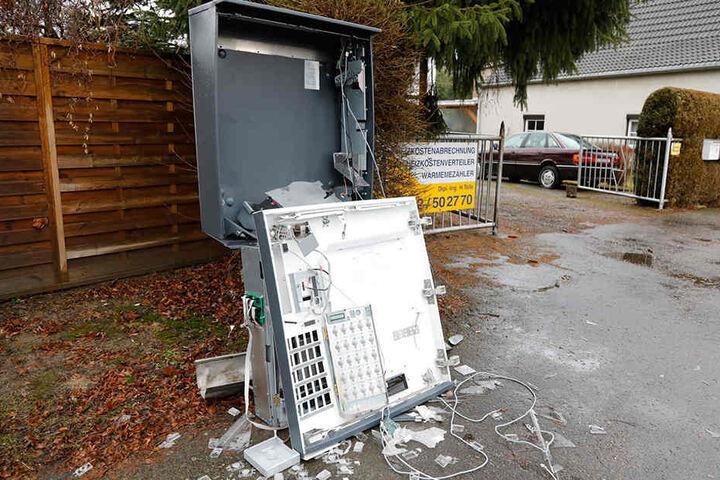 Der Automat in Röhrsdorf wurde bei der Explosion vollkommen zerstört.