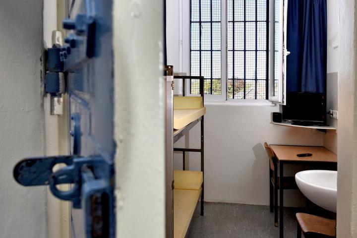 Die Sitzung des nordrhein-westfälischen Landtags beschäftigt sich in einer Aktueller Stunde mit dem Tod eines unrechtmäßig Inhaftierten in der JVA Kleve.
