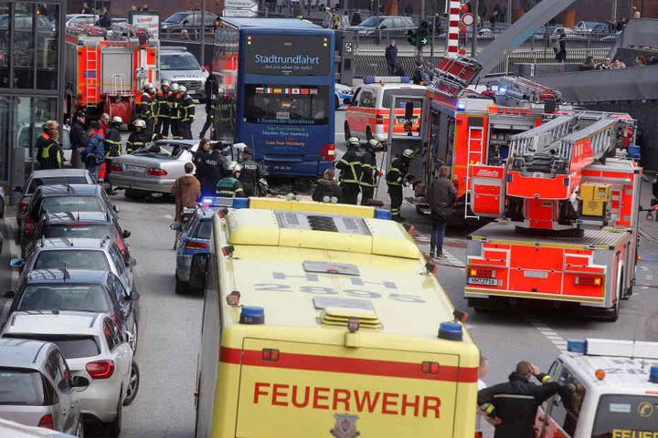 Vier Schwerverletzte bei Unfall am Hamburger Hafen