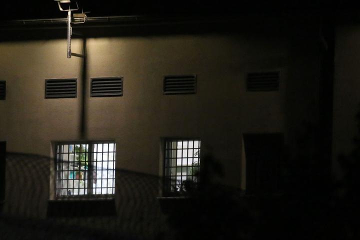 Die Staatsanwaltschaft sicherte in der Nacht Spuren in der Zelle von al-Bakr.