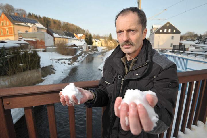 Die Schneemassen lassen die Sorgen der Fluss-Anwohner an der Würschnitz vor  einem erneuten Hochwasser steigen, sagt Ralf Kirchübel (57) von der BI  Hochwasserschutz.