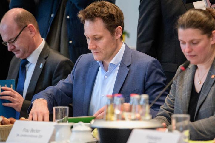 """Schutz der Artenvielfalt in Bayern? Ludwig Hartmann (M.) will """"Nägel mit Köpfen"""" machen."""
