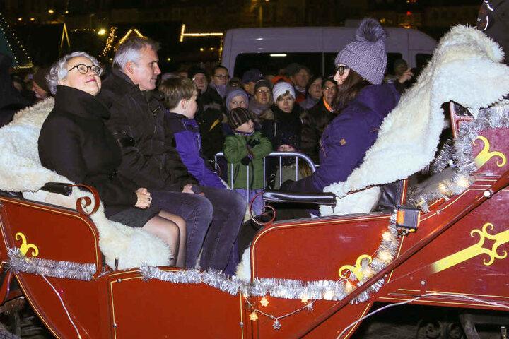 Bürgermeister Andreas Bausewein kam traditionell mit einer Kutsche zum Weihnachtsmarkt.