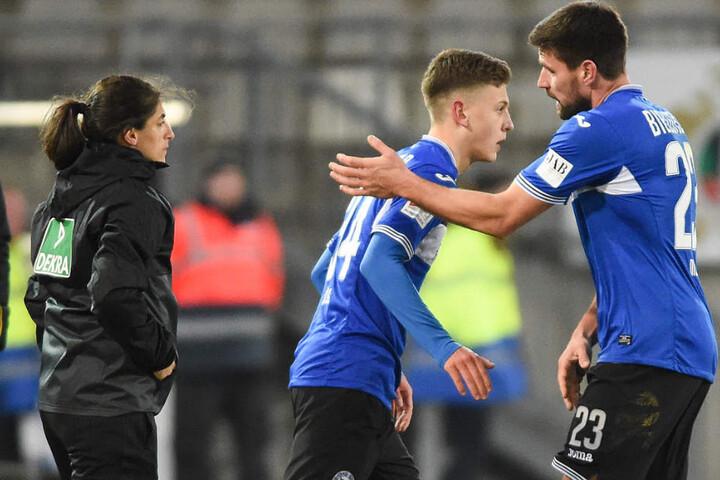 Wachablösung? Schon gegen Dresden wurde Jungspund Can Özkan für Routinier Florian Dick gebracht.