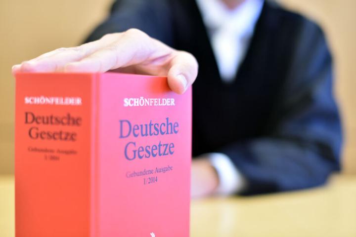 "Das Oberlandesgericht Karlsruhe gab der Zeitung ""Kontext"" Recht. (Symbolbild)"