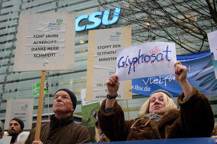 Protest gegen Glyphosat auch vor der CSU-Parteizentrale in München. Die Demonstranten fordern Konsequenzen für das skandalöse Abstimmungsverhalten von Landwirtschaftsminister Schmidt (CSU) zur Wiederzulassung von Glyphosat.