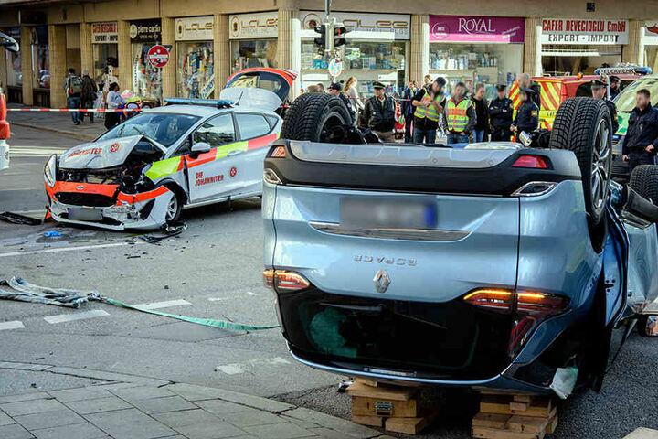 Der Sanitäter im Einsatzfahrzeug wurde schwer verletzt.