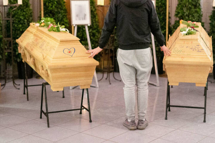 In Heroldsberg nehmen Familie, Freunde und Mitschüler Abschied von den getöteten Jugendlichen.