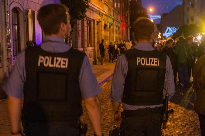 In der Dresdner Neustadt ist die Polizei vor allem auch am Wochenende immer wieder im Einsatz. (Archivbild)