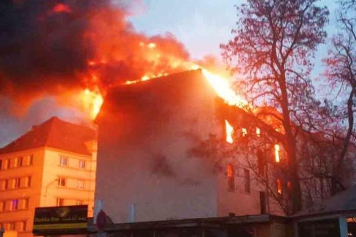 Das Haus war am 30. Dezember in Brand geraten. Die Feuerwehr kämpfte mehrere Stunden lang gegen die meterhohen Flammen an.