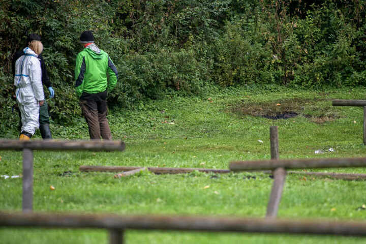 Die verbrannte Leiche wurde am Feringasee gefunden, ein beliebter Badesee nahe München. (Archiv)