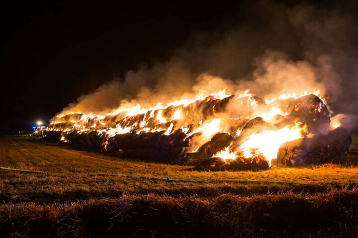 beim Eintreffen erwartete die Feuerwehr bereits ein wahres Flammeninferno.