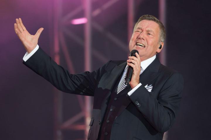 Schlagerstar Roland Kaiser gibt auf der Bühne alles für seine Fans.