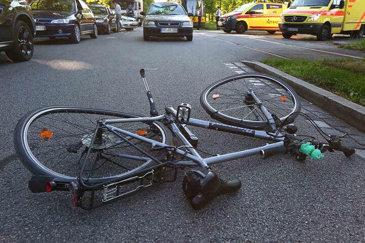 Der Fahrradfahrer musste mit schweren Verletzungen in ein Krankenhaus.