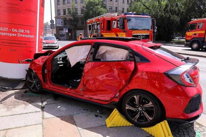 Der Mann soll eine rote Ampel auf seinem Weg in Richtung Leipziger Straße missachtet haben.