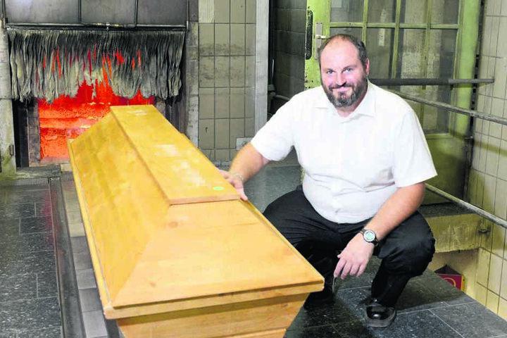 Der ehemalige Koch bekam den Job: Jetzt hat er täglich mit Leichen zu tun und bereitet sie auf die Einäscherung vor.