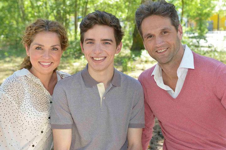 Die neue Familie im Kiez: Nina Ahrens (Maria Wedig), Sohn Luis (Maximilian Braun) und Vater Martin (Oliver Franck).
