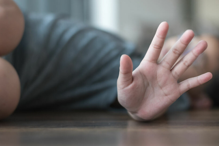 Der 21-Jährige verletzte seine Schwester durch einen Ellbogen-Schlag (Symbolbild).