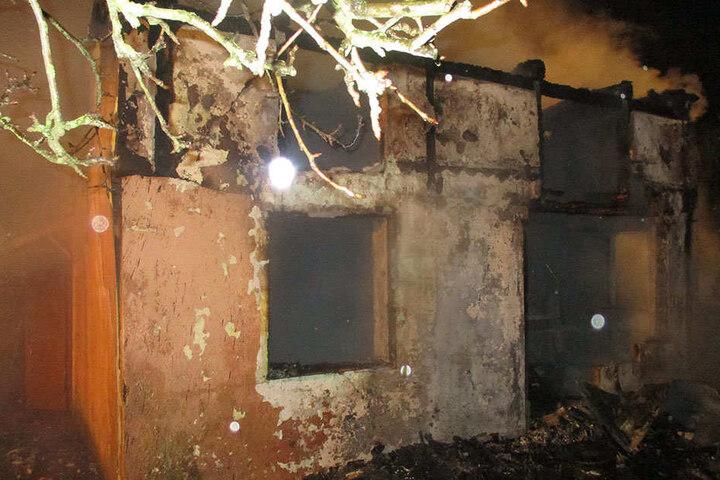 Das Feuer hinterließ deutliche Spuren in der Kleingartensiedlung.