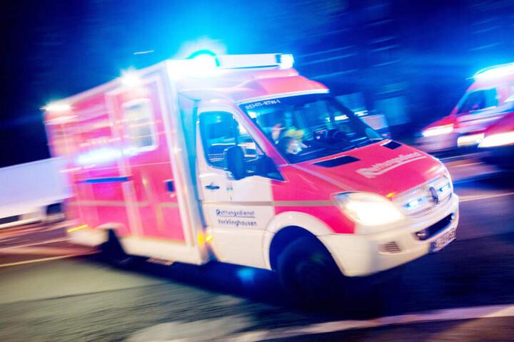 Der verletzte 78-Jährige kam ins Krankenhaus. (Symbolbild)
