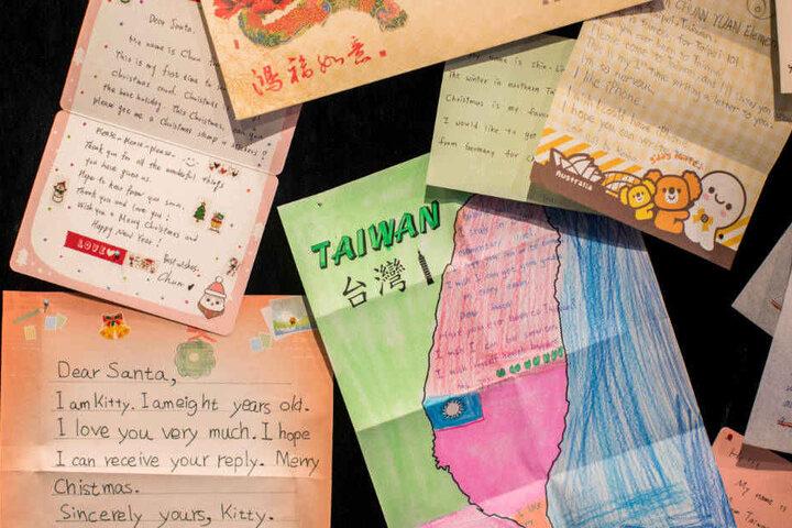 Aus aller Welt erreichen die Briefe die Post-Filiale im oberbergischen Engelskirchen.