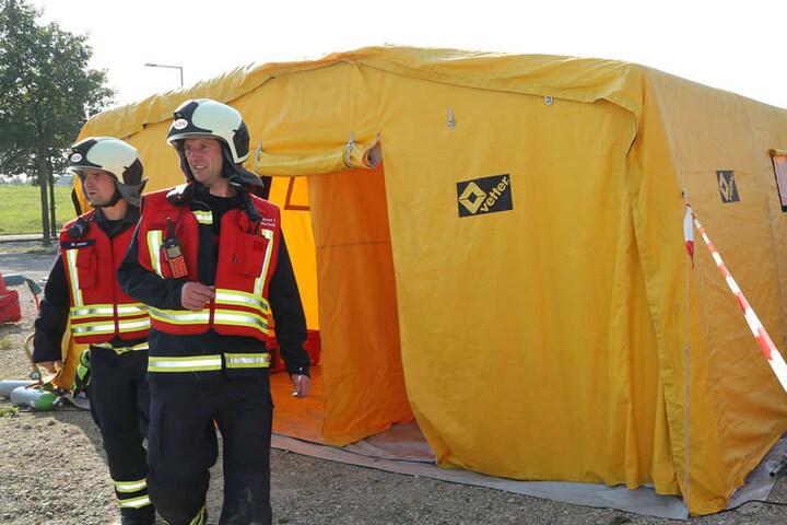 Selbst ein Dekontiminationszelt hatten die Feuerwehren aufgebaut.