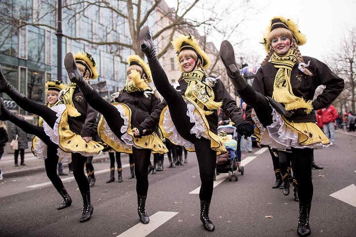 Tänzerinnen des Berliner Carneval-Vereins (BCV) sorgten im letzten Jahr für Stimmung beim Berliner Karnevalszug