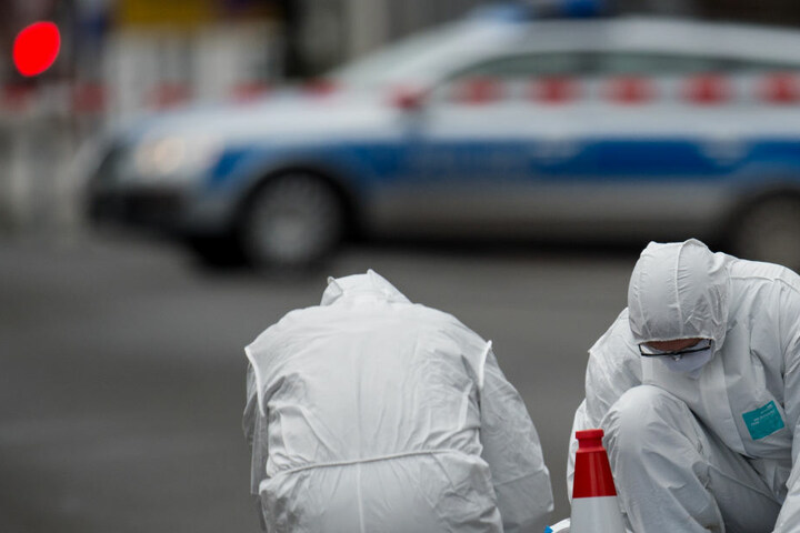 Vor zwei Monaten wurde auf einer Landstraße zwischen dem baden-württembergischen Bad Herrenalb und Dobel eine Leiche eines 47 Jahre alten Autohändlers gefunden. (Symbolbild)