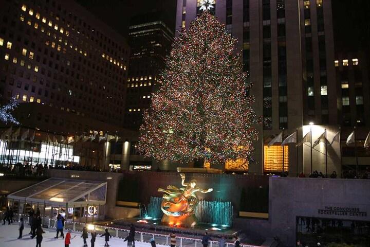 So sieht das mächtige Original vor dem Rockefeller-Center in New York aus.