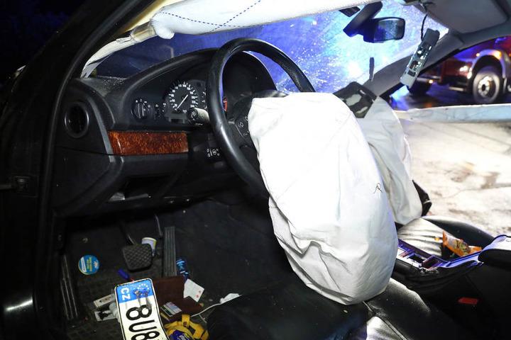 Im Inneren des Wagens fanden die Beamten unter anderem ein Portemonnaie.