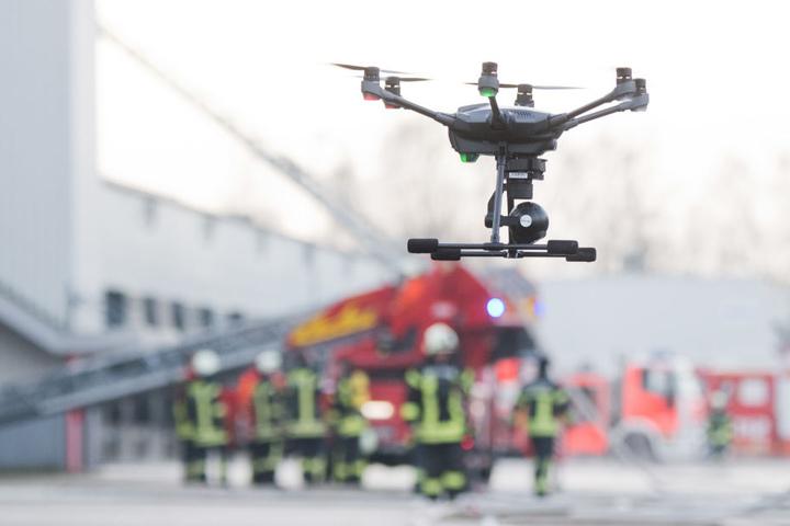 Die Feuerwehr nutzt Drohnen bei Großeinsätzen. Doch die Fluggeräte werden nicht immer sinnvoll eingesetzt.