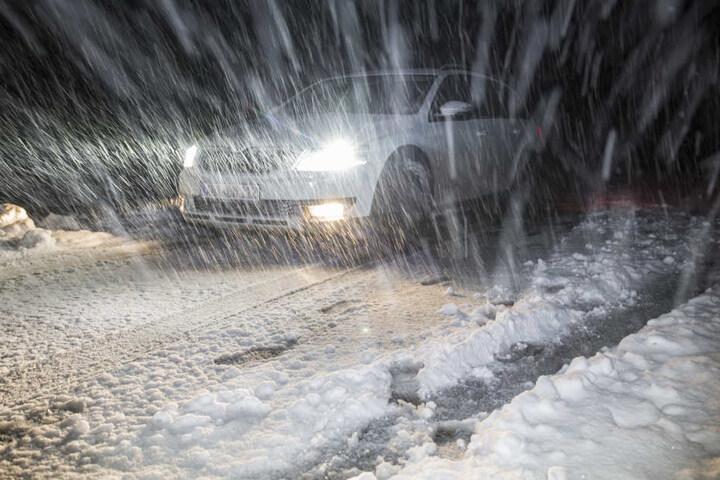 Der Wintereinbruch überraschte auch viele Autofahrer.