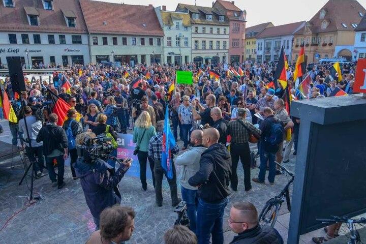 Hunderte Menschen hatten nach dem Todesfall auf dem Marktplatz von Köthen demonstriert.