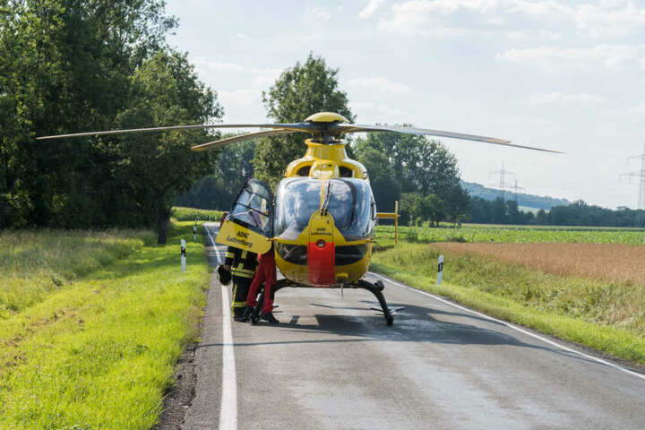 Der verletzte Fahrer wurde mit dem Hubschrauber ins Krankenhaus gebracht.
